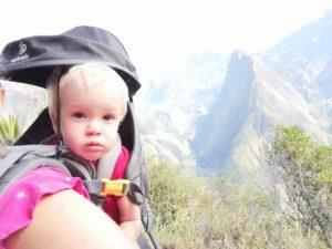 Lilo en porte bébé rando à Roche Verre Bouteille